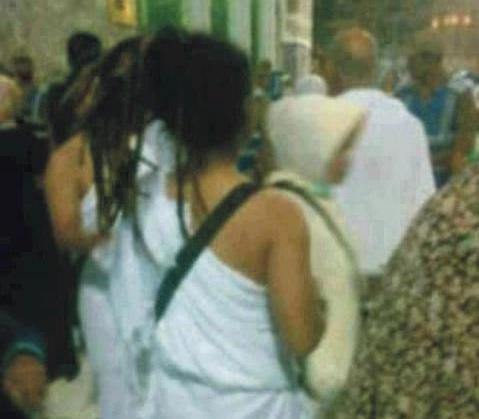 لبنانية ترتدي ملابس الاحرام الخاصه