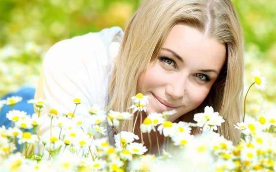 باقات الورد تؤثر إيجابياً النساء